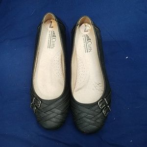 NWOT White Mountian Cliffs black flats w buckles